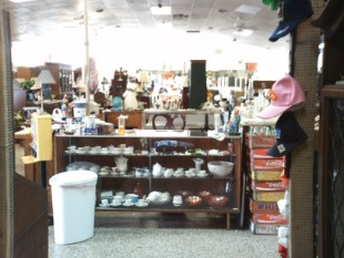 Reminisce Flee Markets Dealer Of Antiques Collectibles Houma La